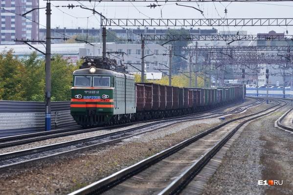Попавший под поезд мужчина скончался на месте