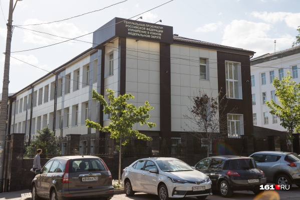 Азовского чиновника обвинили в превышении должностных полномочий