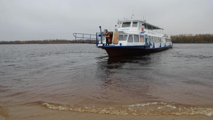 В Архангельске приостановили работу теплоходов