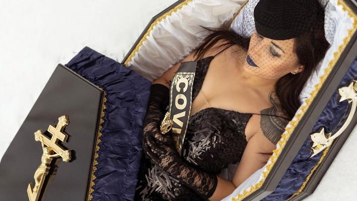 Показала себя в гробу: хозяйка самарского похоронного бюро рассказала, как болела COVID