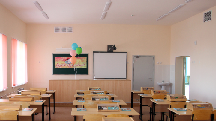 В Омской области четыре школы закрыли на карантин из-за COVID-19