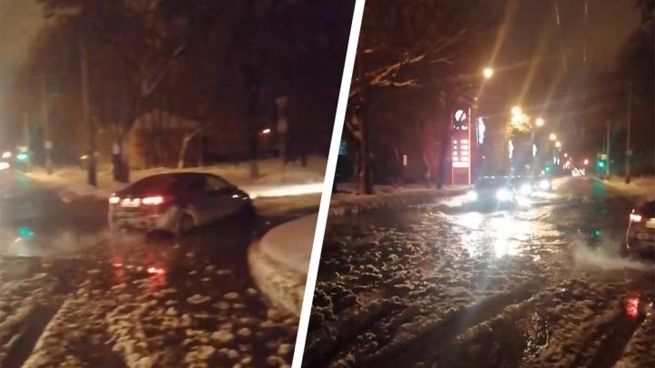 Стало известно, почему затопило проспект Кирова