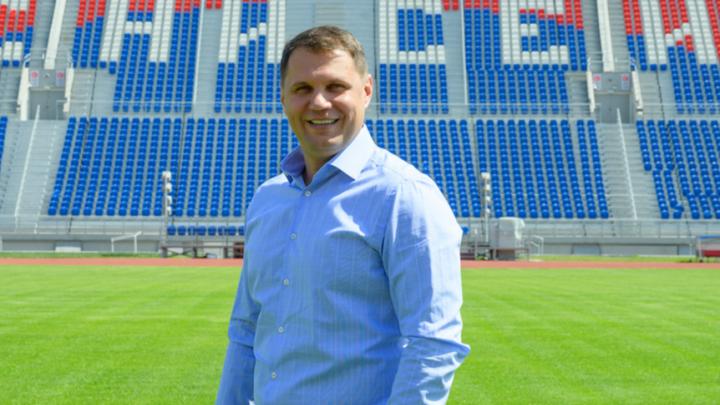 «Футболисты должны деньги зарабатывать, а не получать»: директор ФК «Енисей» — о будущем клуба