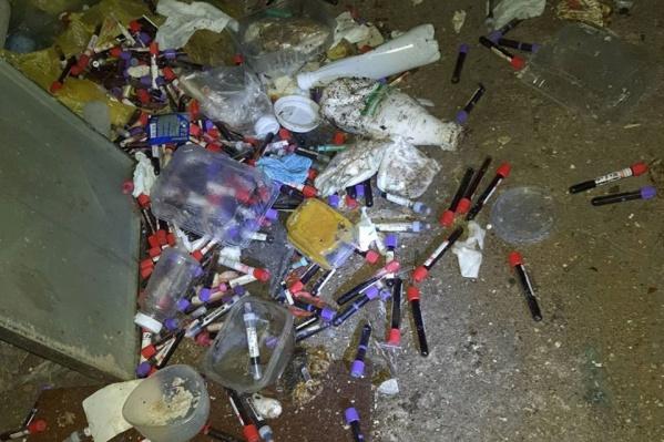 Активисты обнаружили целую гору медицинских отходов