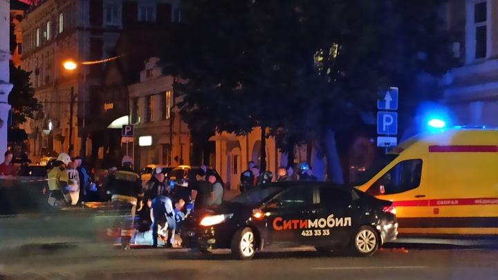 В Нижнем Новгороде такси сбило мотоциклиста на Нижне-Волжской набережной