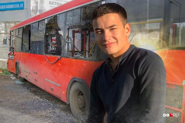 Данил Юлдашев один из первых пришел на выручку людям в разбившемся автобусе