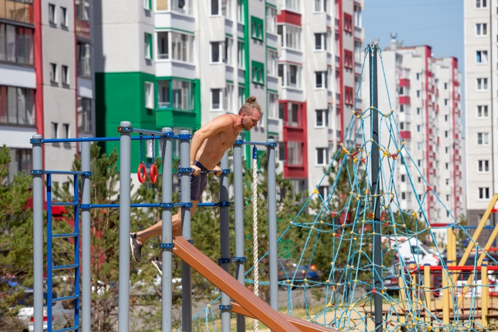 В спортивном микрорайоне оборудованы современные площадки для фитнеса под открытым небом
