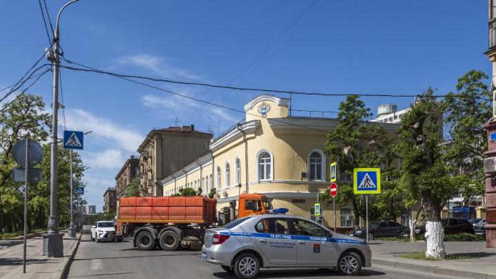 Улица Чуйкова на неделю перекрыта в Волгограде