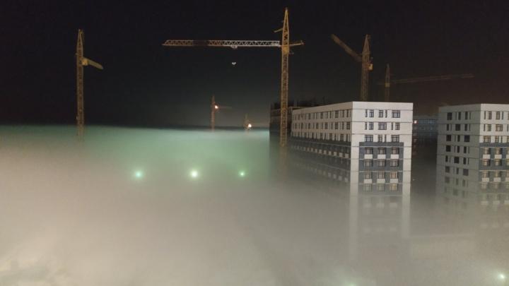 Сайлент Хилл какой-то: смотрим на атмосферные кадры тюменцев с городом, утонувшем в тумане