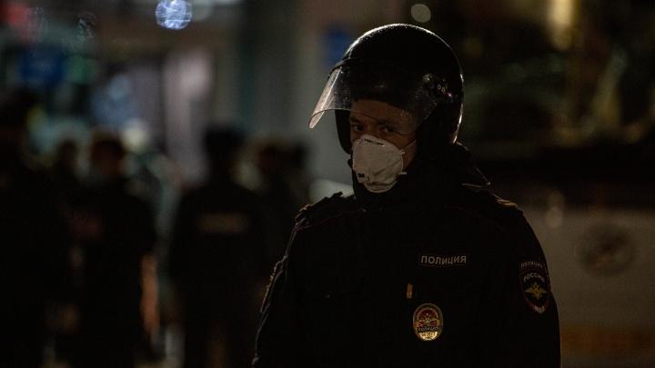 Новый рекорд по заболевшим и наряды полиции в парках: коронавирус за сутки