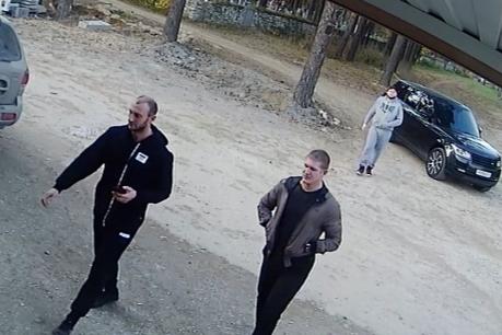 На заднем плане Александр Этвиш, на переднем Айказ Манукян (слева) и Роман Коротков<br>