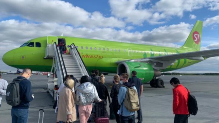 «25 минут казались вечностью»: пассажир самолета S7 — о том, как борт садился с отказавшим двигателем