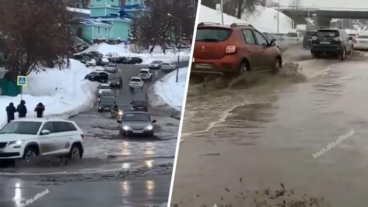 «Скоро спрос на лодки пойдет»: после сильного снегопада Уфа ушла под воду