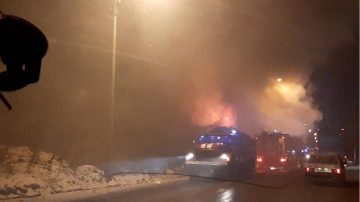 Спасли ребенка из горящей квартиры. В МЧС Прикамья рассказали о трех серьезных пожарах