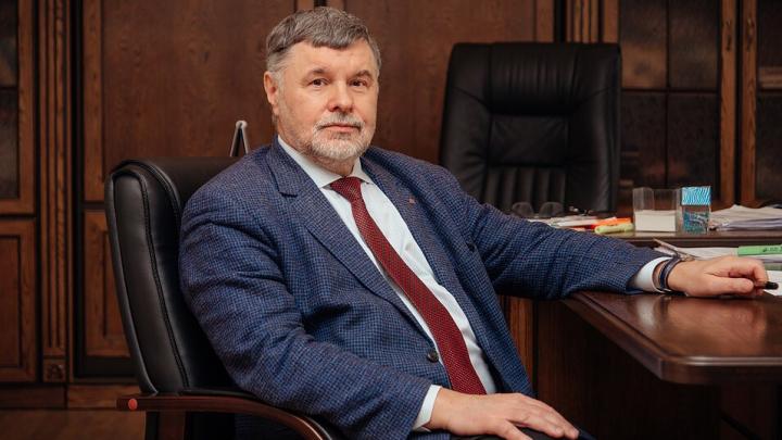 Зарплата ректора ОмГТУ сократилась до 367 тысяч рублей в месяц