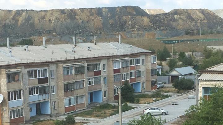 Жители Сибая жалуются на ядовитую пыль и постоянный шум вибраторов, который не дает им спать