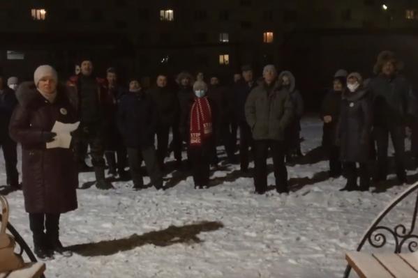 Сразу после записи видеообращения жители Урдомы запустили праздничный салют