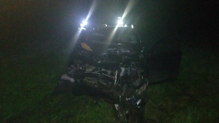 «Легковушка в мясо»: ночью на трассе М-8 фура раздавила машину