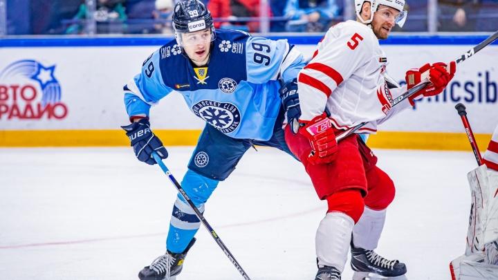 Хоккейная «Сибирь» уступила подольскому «Витязю» в домашнем матче со счетом 1:2