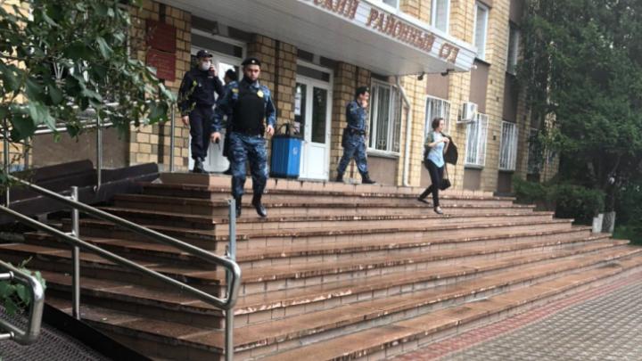 В Красноярске за сутки заминировали 23 здания суда