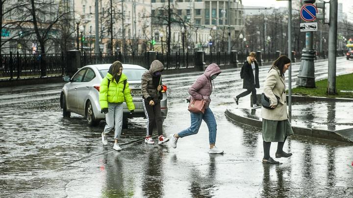 Опять слякоть! В Екатеринбург вернутся снегопады