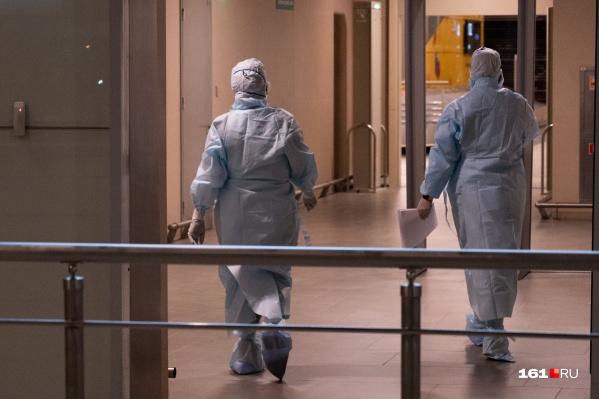 Всего в этих учреждениях сейчас больше 500 заразившихся коронавирусом