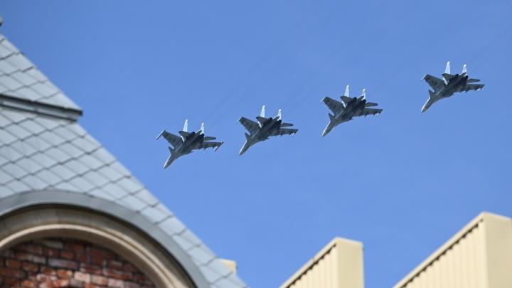 Авиапарад в Ростове: фото самолетов и завороженных людей на балконах