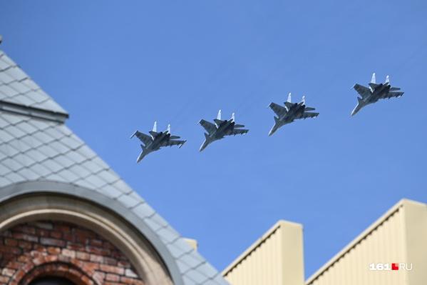 45 самолетов пролетели над центром Ростова