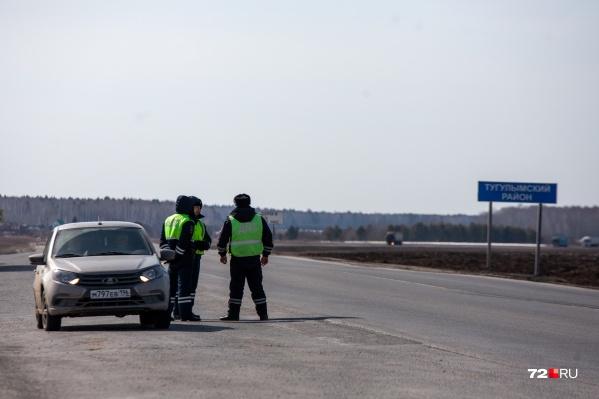 На границе стоит патруль, но проезд свободный