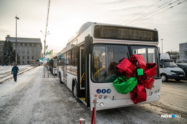 Всего город закупил 15 новых автобусов, но пока приехали только четыре