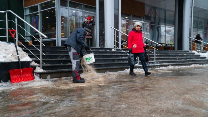 Глава Архангельска заставил руководителей округов проверять скользкие тротуары