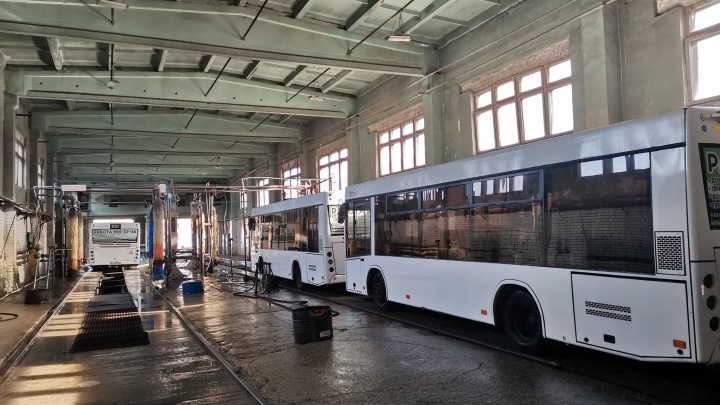 Стерильно чисто и тепло: в Самаре автобусы городских маршрутов подготовили к зиме