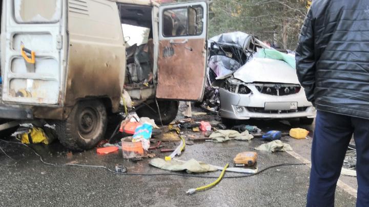 Под Новосибирском столкнулись «Буханка» и «Тойота» — есть пострадавшие