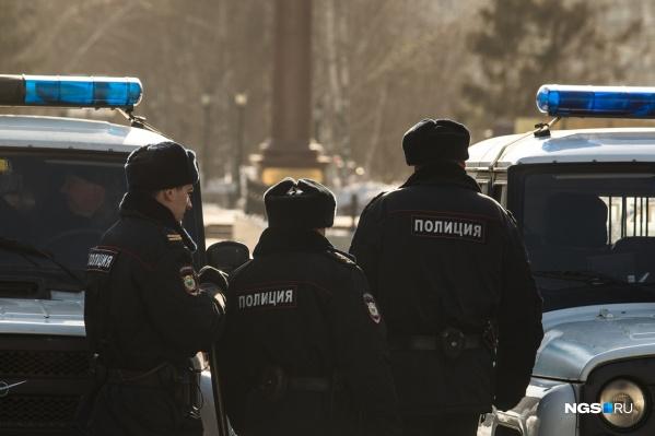 На место происшествия приехали полиция и спасатели