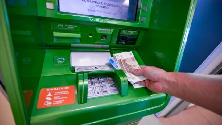 Челябинцы пожаловались на сокращение числа банкоматов «Сбера». Что ответили на это в самом банке
