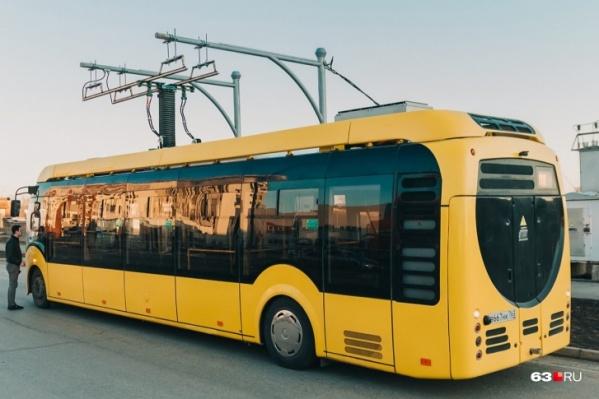 Это, по сути, гибрид автобуса и троллейбуса
