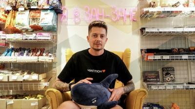 Семейная пара взяла в кредит миллион и открыла магазин подарков, назвав его своей фамилией