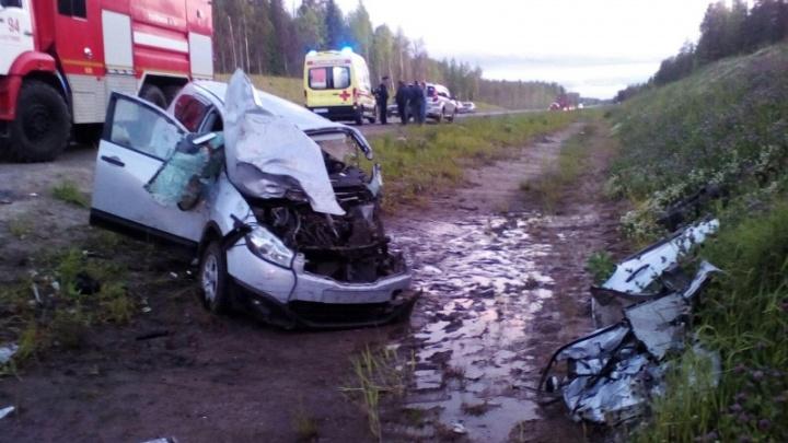 Мотоциклист без прав столкнулся с иномаркой на трассе М-8. Он погиб, как и женщина за рулем авто