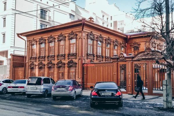 Здание находится на Осипенко,19. Так оно выглядит после реконструкции