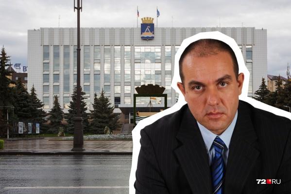 Александр Пивторак фигурировал в партийном списке ЛДПР на выборах в городскую думу в 2018 году, поэтому он и займет место Тулебаева, который также прошел по списку
