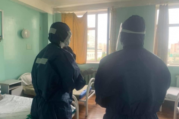 В ковидном госпитале больницы сейчас лечатся 52 человека