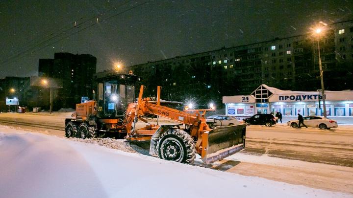 Анатолий Локоть пообещал купить новую технику для уборки снега. Но не в этом году