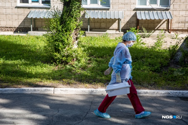 Настю Орлову не забрали в больницу и не сделали тест на коронавирус, несмотря на пневмонию и поражение лёгких 35%