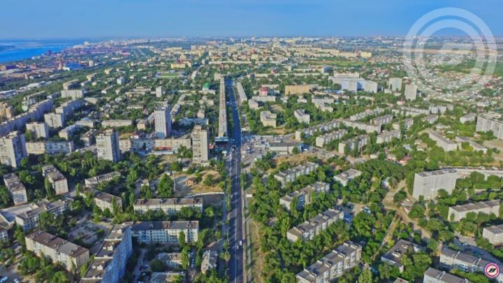 «Пришлось подучить географию»: волгоградец снял с высоты самую оживленную трассу города