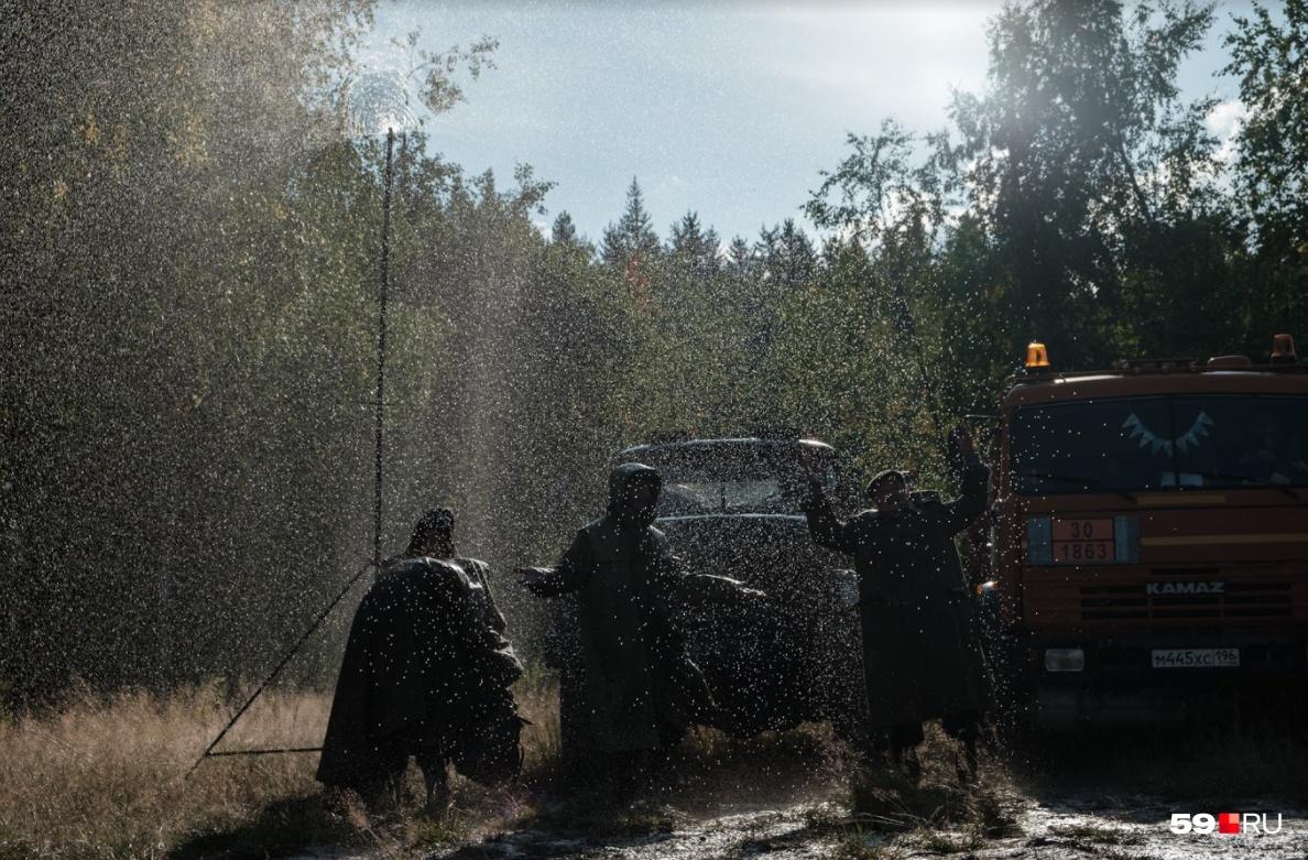 Актеров специально полили водой для одной из сцен