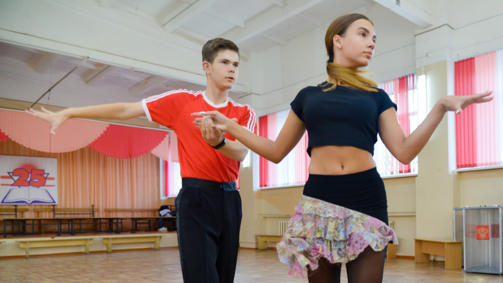 Глухой школьник стал звездой бальных танцев и покорил сцену Мариинки