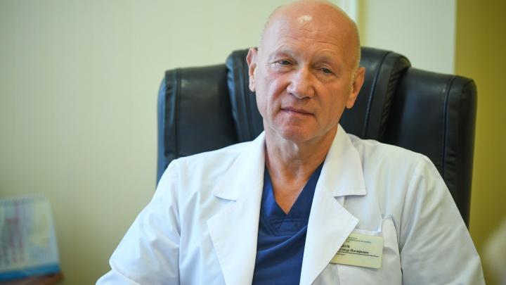 Главврача 40-й больницы, ставшей ковидным госпиталем, наградили за заслуги перед областью