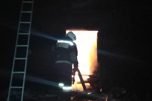 Спасатели выехали на пожар на двух машинах