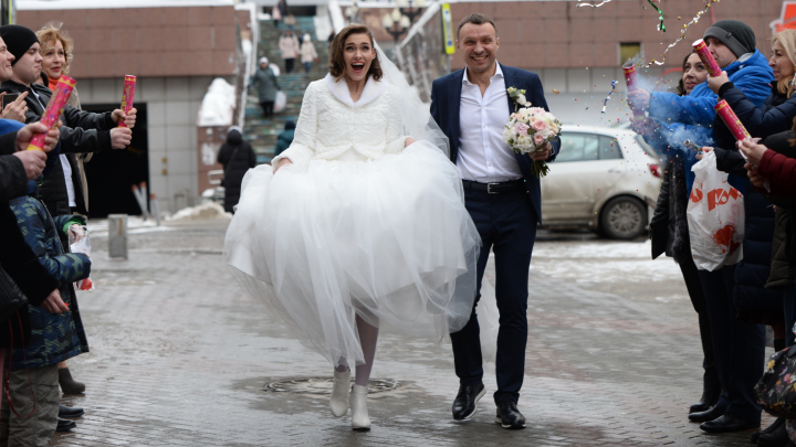Красивые, трогательные, взволнованные: как екатеринбуржцы женились в магическую дату 20.02.2020
