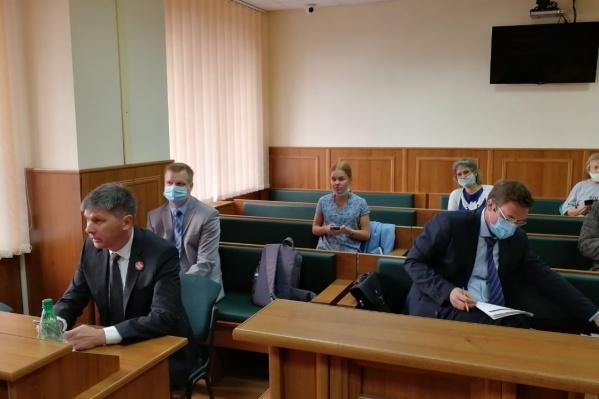 Судебное заседания началось сегодня в 10 часов